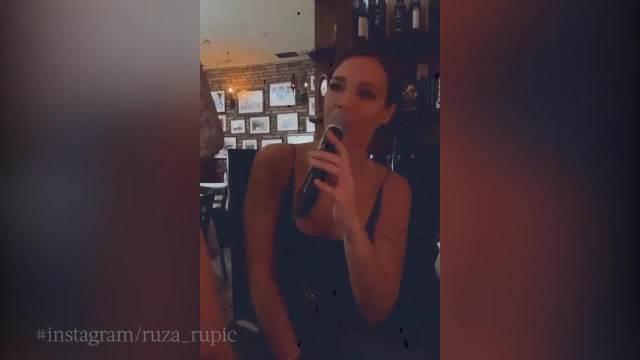 ESTRADA LUMPUJE U PUNOM LOKALU DO KASNIH ČASOVA: Pevačica podelila snimak, niko ne mari za KORONU! (VIDEO)