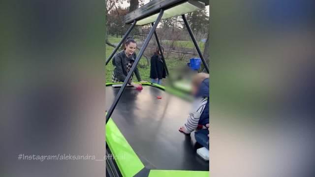 PRIJA PODETINJILA! Pevačica objavila snimak na kom se igra sa sinom Aleksandrom i NASMEJALA sve na Instagramu! (VIDEO)
