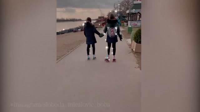 SLOBODA MIĆALOVIĆ POKAZALA KAKO UŽIVA SA ĆERKAMA! Glumica objavila snimak na Instagramu: Prelepi porodični momenti! (VIDEO)
