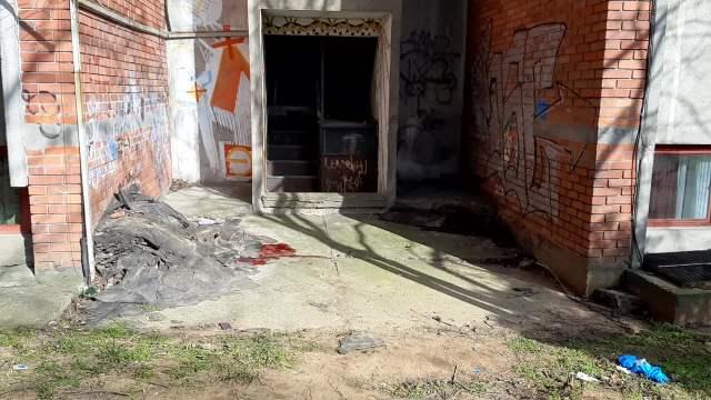 PRVI SNIMCI S MESTA TRAGEDIJE NA VIDIKOVCU: Devojka pala s požarnih stepenica, telo pronašle komšije