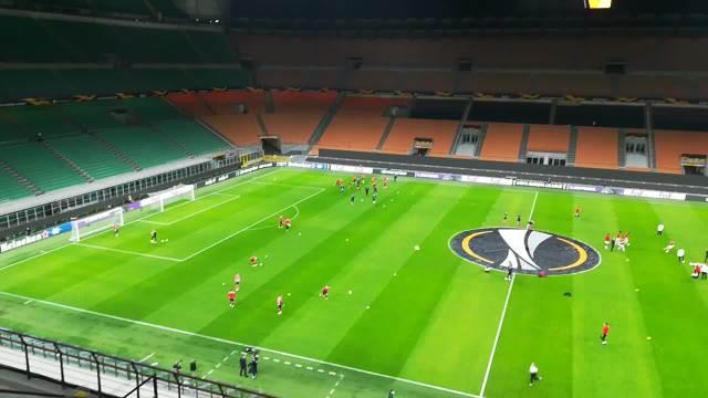 KURIR U MILANU: Fudbaleri Zvezde izašli na zagrevanje pred meč!