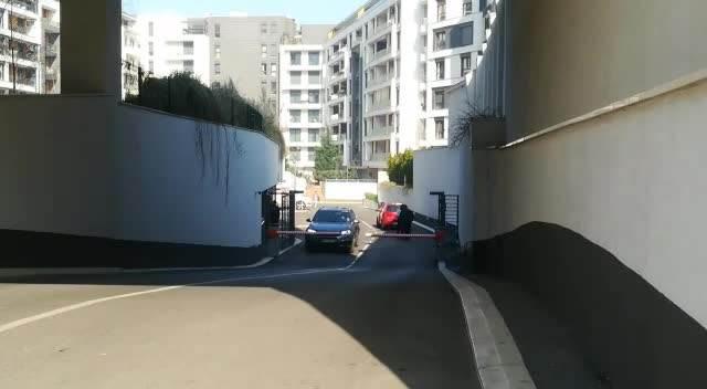 KURIR NA LICU MESTA! POLICIJA ISPRED ŠTEK-STANA NA PALILULI: U garaži na jednom od automobila uhapšenog vođe Alkatraza i blinkeri