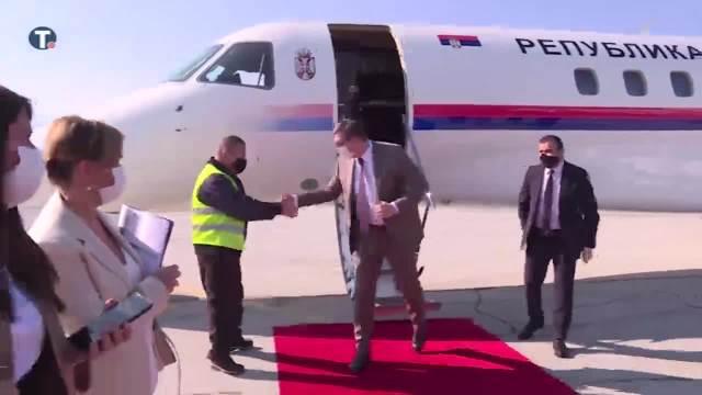 U prisustvu predsednika Srbije u Sarajevo stigle prve doze vakcina