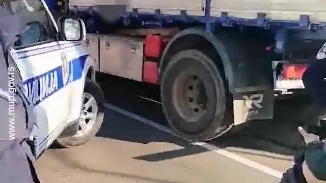 HOLIVUDSKA POTERA U BEOGRADU: Hicima zasuo restoran u Visokog Stevana pa se pikapom dao u beg! Pao u Bulevaru POSLE 5 MINUTA! (VIDEO)
