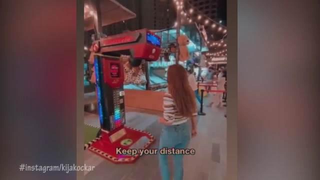 KIJA KOCKAR NAŠLA ZABAVU U DUBAIJU: Pevačica vrele noći provodi na posebnom mestu, niko neće smeti da se KAČI SA NJOM! (VIDEO)