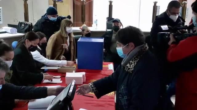 Otvorena biračka mesta u Nikšiću (KURIR TV)