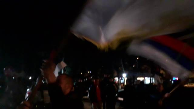 POČELO SLAVLJE U NIKŠIĆU: Stotine građana ispred štaba koalicije Za budućnost Nikšića