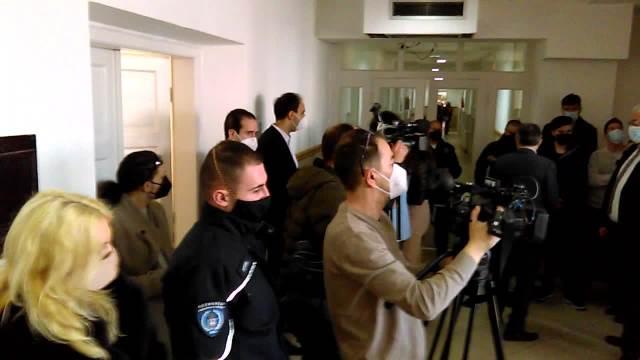 POČELO SUĐENJE ZA AUDI SMRTI Beograđanin s lisicama i na nogama doveden u sud, usmrtio malog Andreja i oca troje dece u Nišu
