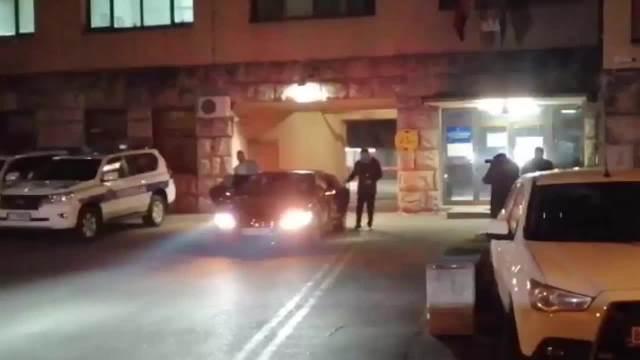 LEČIĆ POSLE VIŠE OD 7 SATI IZAŠAO IZ POLICIJE Glumac dao iskaz zbog optužbi za silovanje, nije rekao ni reč, seo u taksi i otišao