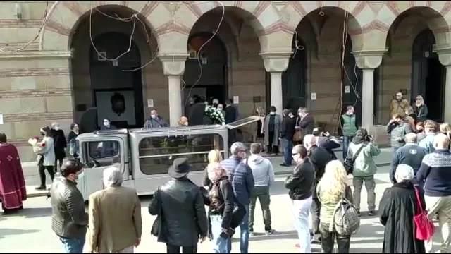 VLASTU VELISAVLJEVIĆA ISPRAĆAJU U VEČNOST NA SVETSKI DAN POZORIŠTA! Kolege se okupljaju na Novom groblju u Beogradu (KURIR TV)