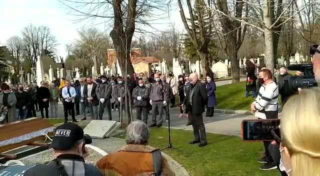 MORA DA TI MAHNEM U IME JDP: Irfan Mensur održao potresan govor na Vlastinoj sahrani, pa ispričao anegtotu koja je sve RASTUŽILA
