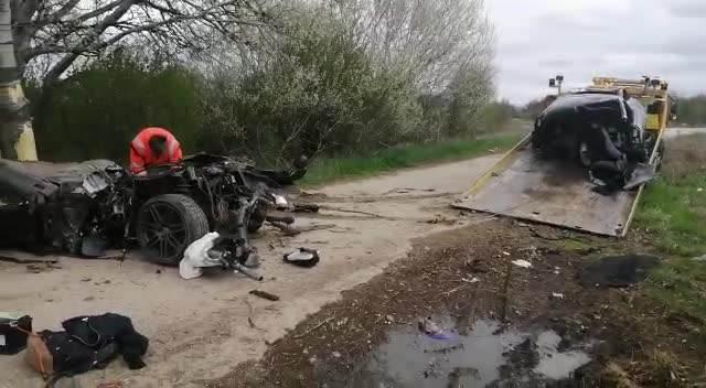JEZIVA NESREĆA NA PUTU OD PANČEVA ZA OPOVO: Dvoje poginulo kod Glogonja, autom sleteli s puta i udarili u drvo