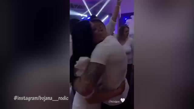 ŠIJAN I TRUDNA BOJANA ZAPLESALI U STRASTVENOM ZAGRLJAJU: Rodićka se topi dok je Mirko ljubi po vratu na 30. rođendanu SVOJE SESTRE