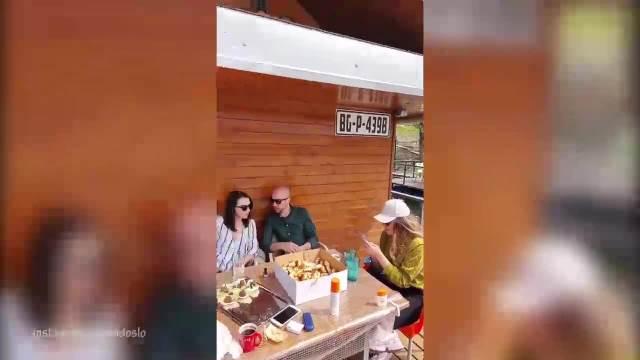 SAMO NEK JE VESELO: Glumac slavi 30 rođendan na SPLAVU, a najviše uživa njegova koleginica! VIDEO