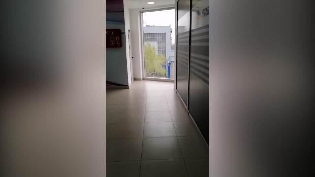KURIR SAZNAJE! OVDE JE MANIJAK POKUŠAO DA SILUJE DEVOJČICU (10): Kamere ga snimile kako dete vodi u toalet tržnog centra u BG