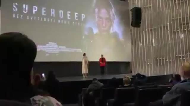 MILENA RADULOVIĆ IGRA SRPKINJU U SVOM PRVOM RUSKOM FILMU! Glumica se na premijeri pojavila sa RODITELJIMA: Sve vreme bili uz NJU