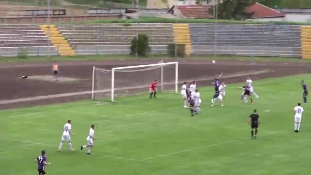 SPORNI PENAL IZ DRUGOG UGLA: Zbog ovoga su fudbaleri Radničkog iz Pirota posedali na teren i prekinuli utakmicu VIDEO