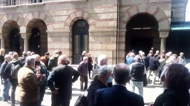 ISPRAĆAJ ZA KREMACIJU FEĐE STOJANOVIĆA: Glumci, porodica i prijatelji okupili se na Novom groblju