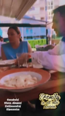 PORODIČNI RUČAK BEZ MILJKOVIĆA: Isplivao SNIMAK na kom trudna LUNA ĐOGANI uživa na ručku sa ANABELOM, Andrejem i sestrama! (VIDEO)
