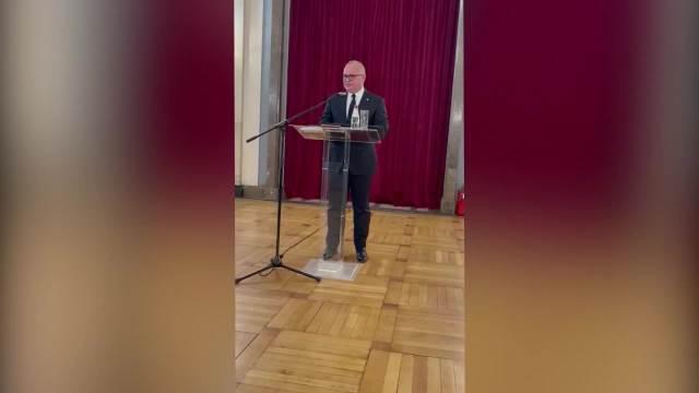 OBEĆAVAM TI PRIJATELJU: Vesić se potresnim govorom oprostio od svog prijatelja Brace, govor završio u suzama