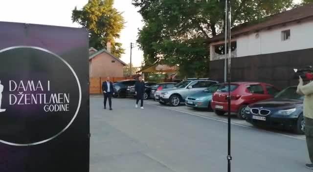 ELEGANTAN U BEOGRADU Dejan Stankovic se retko pojavljuje u javnosti, a večeras ima poseban razlog za slavlje (VIDEO)