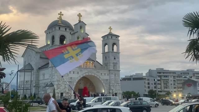 DOČEK ZA JOANIKIJA: Stotine građana okupilo se u Podgorici da dočeka novog mitropolita