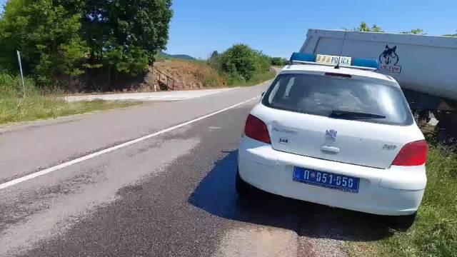 PRVI SNIMCI S MESTA STRAVIČNE NESREĆE KOD TEKERIŠA: Vozač kombija i troje berača jagoda poginuli u sudaru sa šleperom