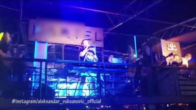 NEVIĐENI SPEKTAKL NA NASTUPU ACE LUKASA: Pevač napravio žurku za pamćenje na beogradskom splavu, publika u TRANSU! (VIDEO)