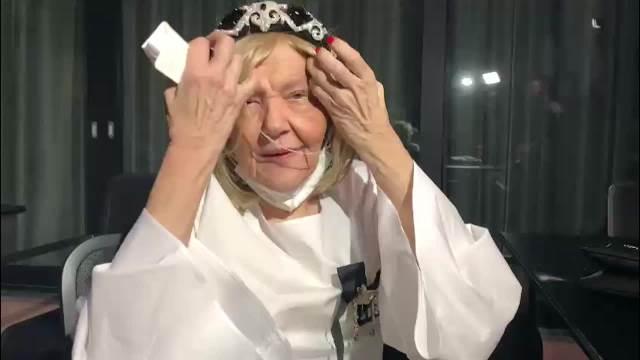 PONEKAD KLONEM, ALI NIČEG SE NE BOJIM! Marina Tucaković za KURIR otkrila kako podnosi HEMOTERAPIJE i kome PIŠE NOVE PESME! (VIDEO)