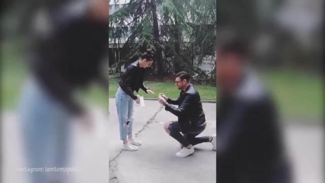 TOMA PANIĆ VERIO NADEŽDU BILJIĆ! Maneken pao na kolena i zaprosio ju je, odmah pokazali PRSTEN! (VIDEO)