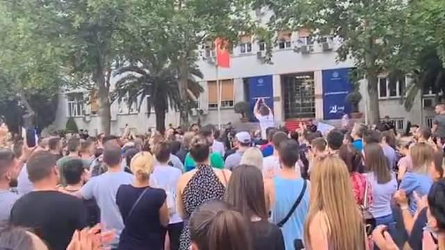 Protest u Podgorici zbog hapšenje oca dvoje dece