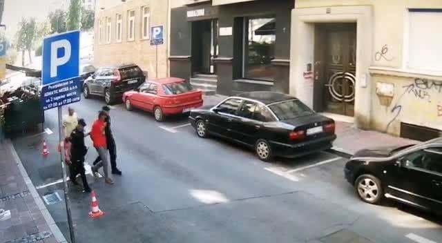 USRED BELA DANA U KAFIĆU U CENTRU BEOGRADA VADIO POLNI ORGAN: Pretio konobarici, spasao je vlasnik lokala (VIDEO)