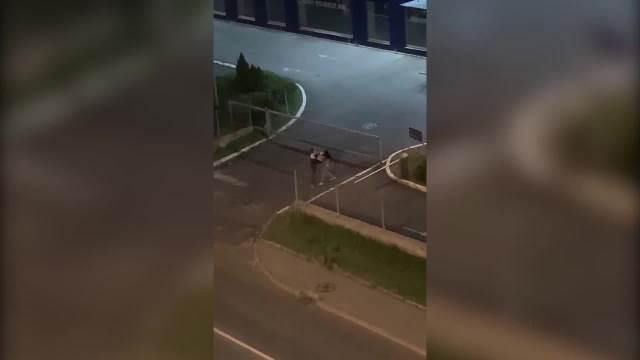 NOVO NASILJE NA ULICAMA BEOGRADA: Šutirao devojku na Voždovcu