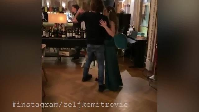 ĆERKA ŽELJKA MITROVIĆA SLAVI 30. ROĐENDAN! Oliver Mandić peva na GALA proslavi dok Sandra pleše sa TATOM! (VIDEO)
