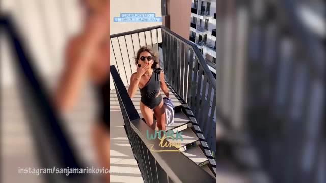 SANJI MARINKOVIĆ VIRE GRUDI IZ LETNJE HALJINE: Voditeljka nabacila taman ten, pa se razgolitila i pokazala PREVIŠE! (VIDEO)
