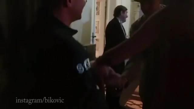 BOBO, PRASE JE PROFESIONALNIJE OD TEBE! Miloš Biković objavio URNEBESNI video sa snimanja FILMA i svi su prasnuli u SMEH! (VIDEO)