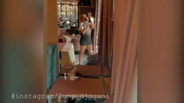 LUNA IZVELA ĆERKICU U GRAD! Đoganijeva se UTEGLA u crnu haljinicu, uzela Miju u NARUČJE i pokazala kako UŽIVAJU! (VIDEO)
