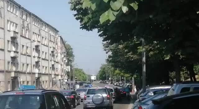 SPECIJALNI SUD U USTANIČKOJ POD JAKIM MERAMA OBEZBEĐENJA ZBOG ZEMUNACA: Miloš Simović doveden u sudnicu