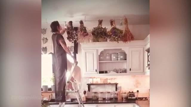 OKRENULA JE OVO NAOPAKO I ZAKAČILA NA PLAFON: Elena Karaman Karić svoj dom nazvala SVETIM, a evo šta sada RADI! VIDEO
