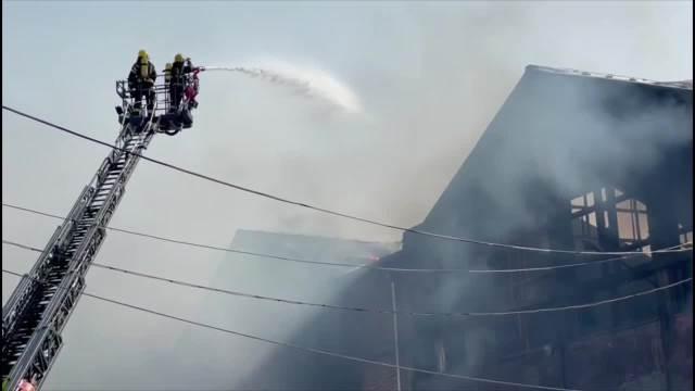Lokalizovan veliki požar u magacinu u Luci Beograd