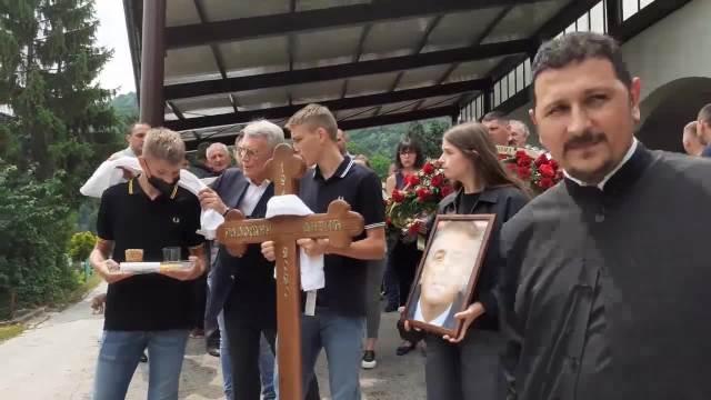 POSLEDNJI ISPRAĆAJ VELIKANA: Na groblju Dovarje u Užicu sahranjen Radomir Antić, na sahrani brojne sportske i fudbalske legende