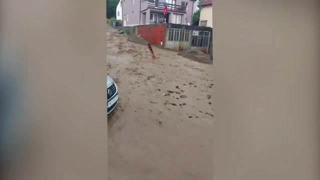 NEVREME NAPRAVILO HAOS U CENTRU PROKUPLJA: Reke na ulicama, poplavljeni podrumi nekoliko kuća