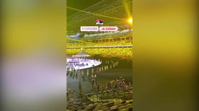 SRBIJA DO TOKIJA! CEO SVET GLEDAO U SRPSKE SPORTISTE: Sonja Vasić i Filip Filipović su nosili zastavu Srbije na otvaranju OI!