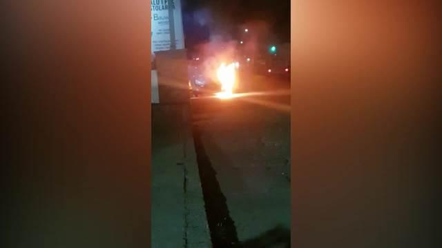 HEROJSKI POTEZ ZVEZDE GRANDA Topalko sprečio da vatra iz automobila zahvati zgradu! (VIDEO)