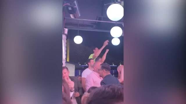 BOBI ĐUSKA UZ KOKTEL LJUBAVI: Srpski košarkaš LUMPOVAO na splavu do sitnih sati! VIDEO