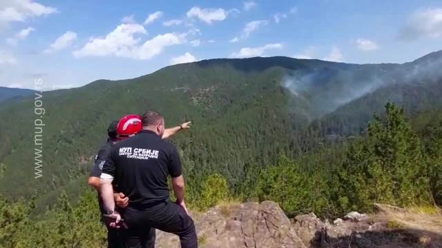 BORBA SA VATRENOM STIHIJOM NA MORKOJ GORI I DALJE TRAJE: 132 vatrogasca i 4 helikoptera gase požar, a problem je OVO (VIDEO)