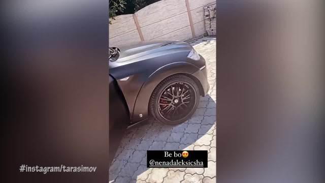 NOVA MOĆNA MAŠINA! Ša iznenadio Taru Simov automobilom, da li rijaliti učesnica nastavlja da vozi bez DOZVOLE?! (VIDEO)