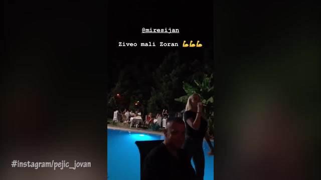 PRVI SNIMCI IZ VILE U SURČINU! Mirko Šijan i Zlata NAJVESELIJI , zaigrali uz OVAJ HIT, SVE PRŠTI PORED bazena!