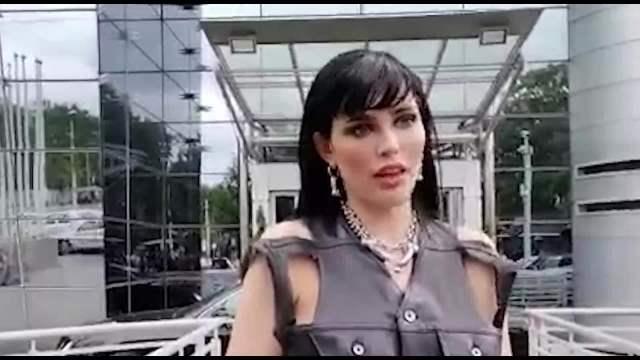 SLOVENAČKA MISICA FURA SVOJ FAZON: Deniz GOLE G**E došla da potpiše ugovor za Zadrugu 5, sve oči bile uprte u nju! (FOTO 18+)