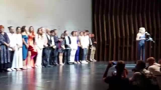 BJELOGRLIĆ SE POJAVIO NA KRAJU PREMIJERE NEČISTE KRVI: Glumac se poklonio pred publikom i podigao ruke!